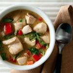 Tajska zupa ryba z jesiotra z zielonym curry