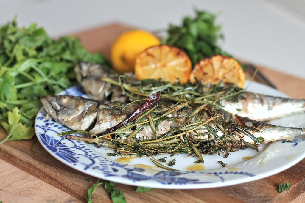 makrela z rozmrynem i winem
