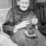 Starsza ciotka, jej humory i kawa mielona…