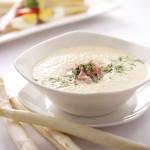 Zupa krem ze szparagów i bobu z chrupiącymi grzankami