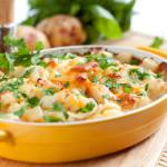 Zapiekanka warzywna pod ziemniakami i żółtym serem