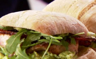 BX0810H_salmon-and-guacamole-sandwiches-recipe_s4x3.jpg.rend.sniipadlarge