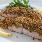 Filet z łososia pod chrupiącą kołderką w musztardowo miodowym sosie