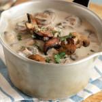 Kasza z sosem pieczarkowym na bazie suszonych grzybów