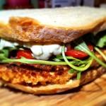 Lunch w pracy czyli chrupiąca kanapka z soczystą rybką i koperkowym sosem