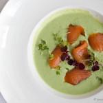 Zupa ogórkowa z łososiem