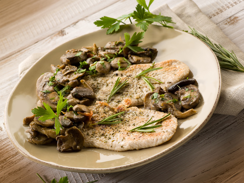 chicken fillet with sauteed mushroom