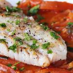 Dorsz w sosie pomidorowym z tabasco, oliwkami i świeżym tymiankiem!