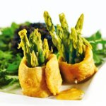 Panga w szafranowym sosie ze szparagami