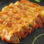 Cannelloni z tuńczykiem, mięsem mielonym i pieczarkami