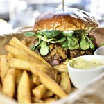 Śródmieście – boski burger i łosoś w śmietanowo-winnym sosie!
