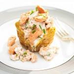 Zapiekane ziemniaki z wędzonym łososiem