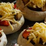 Zapiekane bułki z farszem z czosnku, pomidorów i bakłażana