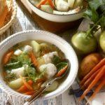 Jesienna zupa ze smażonym dorszem