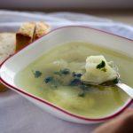 Rozgrzewająca, lekka zupa z małych rybek