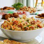 Sałatka z ryżem i tuńczykiem – idealna na wiosnę