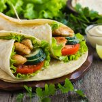 Kebab z ryby w tortilli