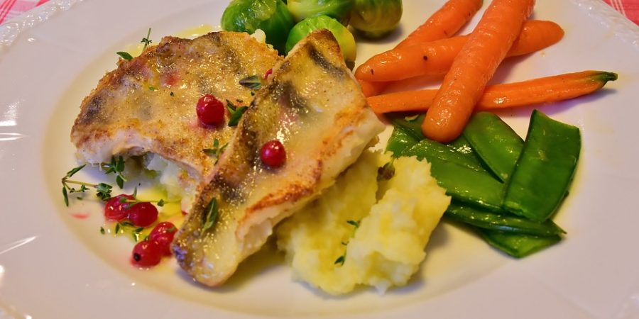 ryba gotowana na parze z warzywami