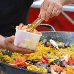 Paella z kurczakiem i owocami morza: najlepszy przepis