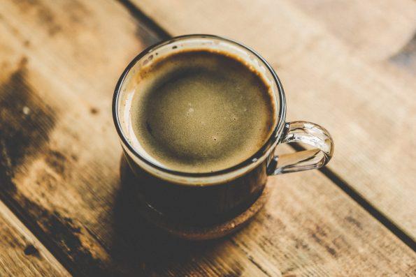 kawa w szklance